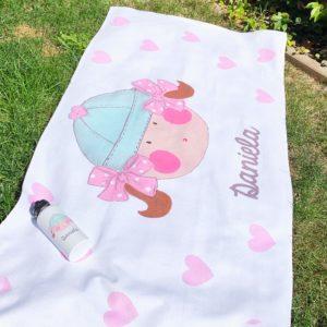 Toalla de verano con diseño marinera rosa y menta infantil