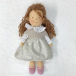 Muñeca Sofia con Vestido de Flores Gris
